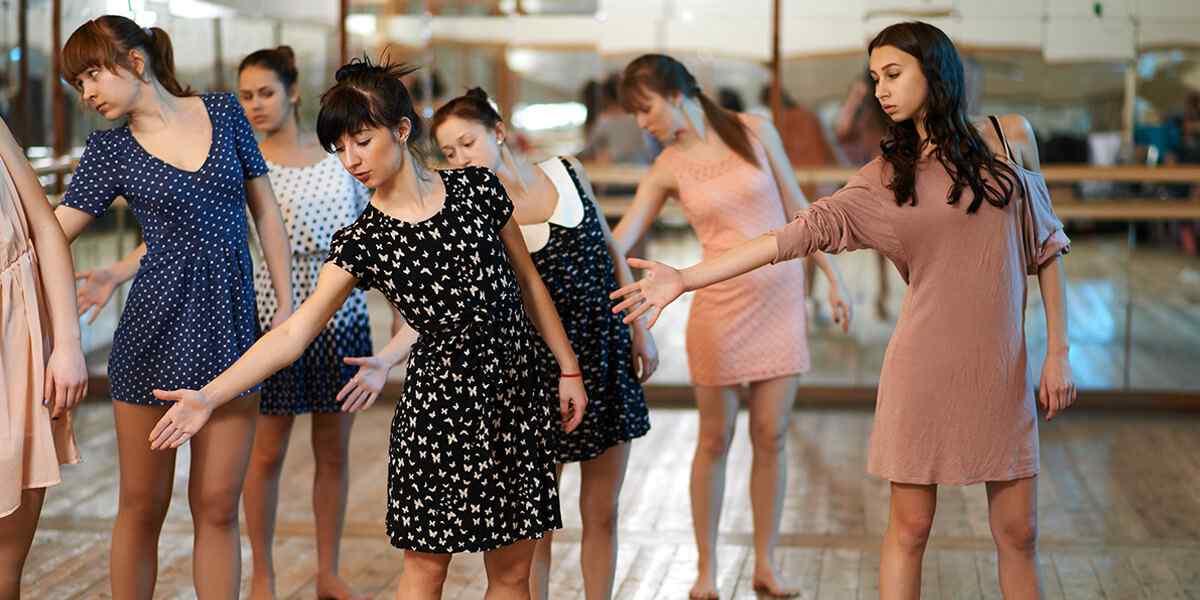 http://lamaisonquirendfou.com/wp-content/uploads/2019/04/inner_dance_01.jpg