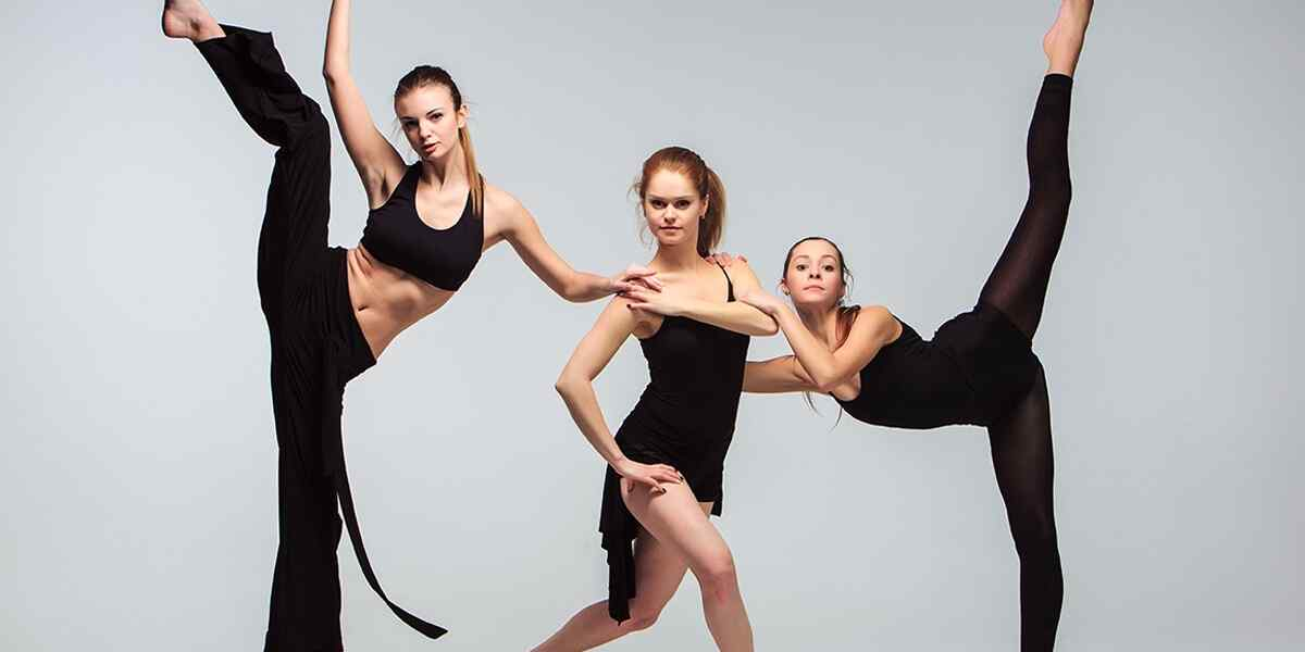 http://lamaisonquirendfou.com/wp-content/uploads/2019/04/inner_dance_02.jpg