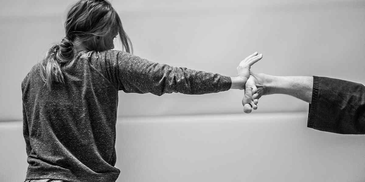 http://lamaisonquirendfou.com/wp-content/uploads/2019/04/inner_dance_07.jpg